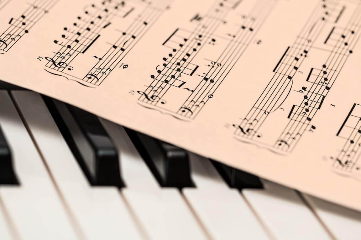 Construir personajes negativos, música